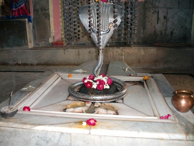 Jwaleshwar Mahadev, who was worshipped by Bhrigu maharshi. See two lions are craved on Panapatta.